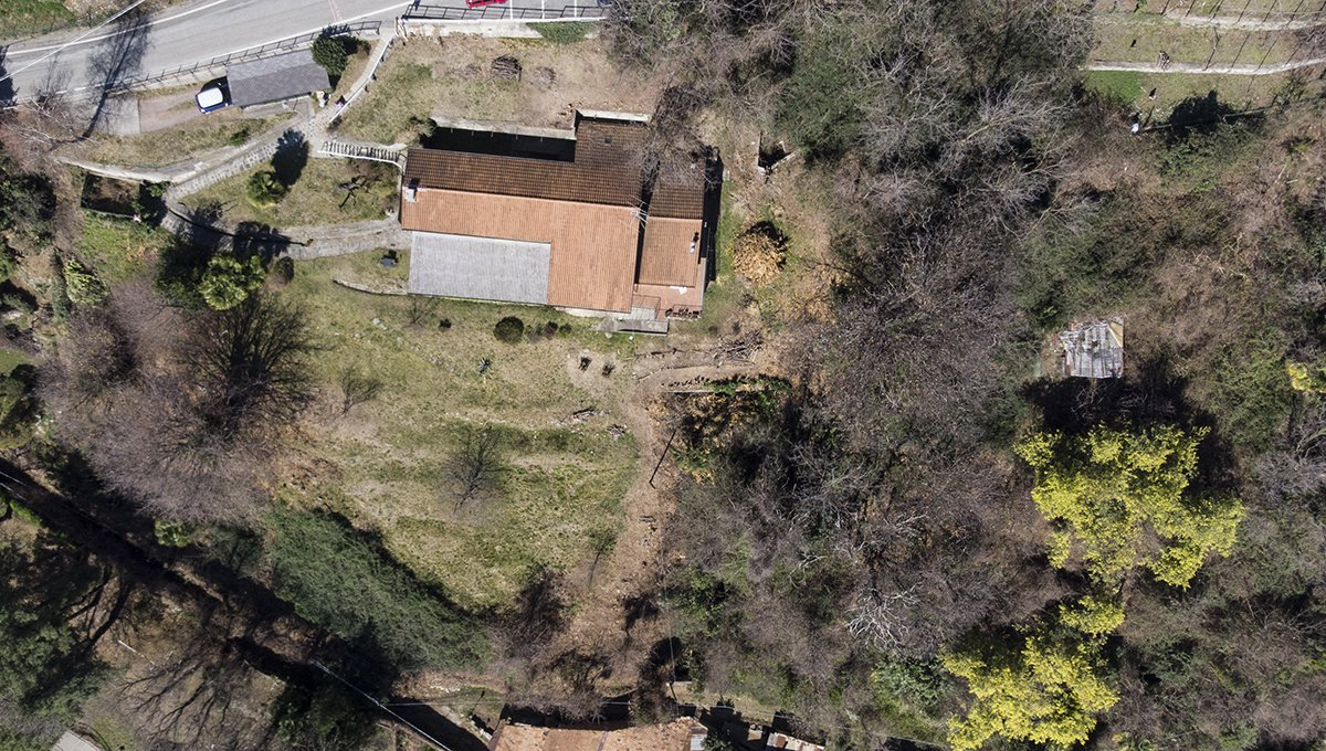Rustic house to be restored in Lesa - top view