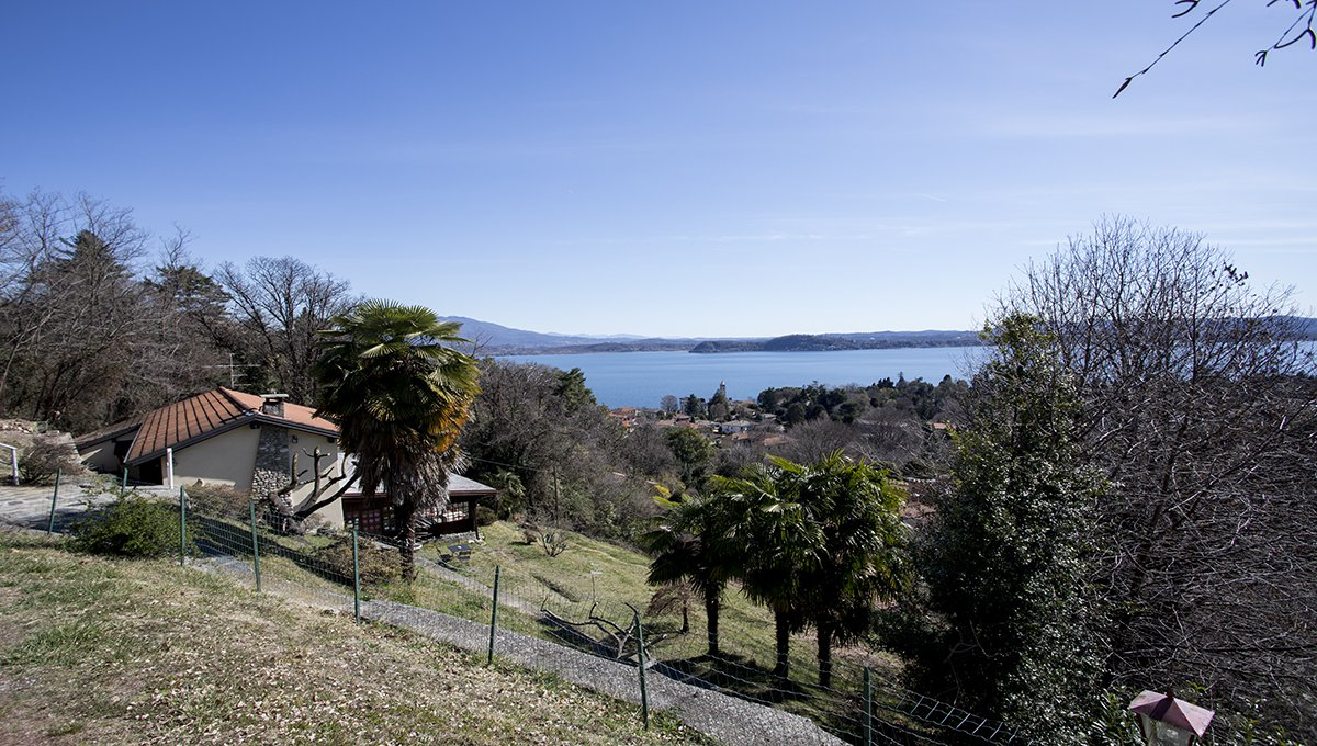 Rustic house to be restored in Lesa - Lake Maggiore