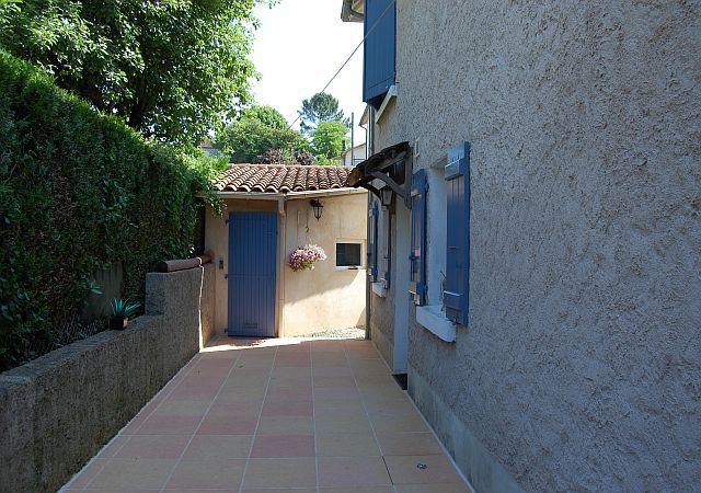 LOT - Maison comprenant 2 appartements, 5 chambres