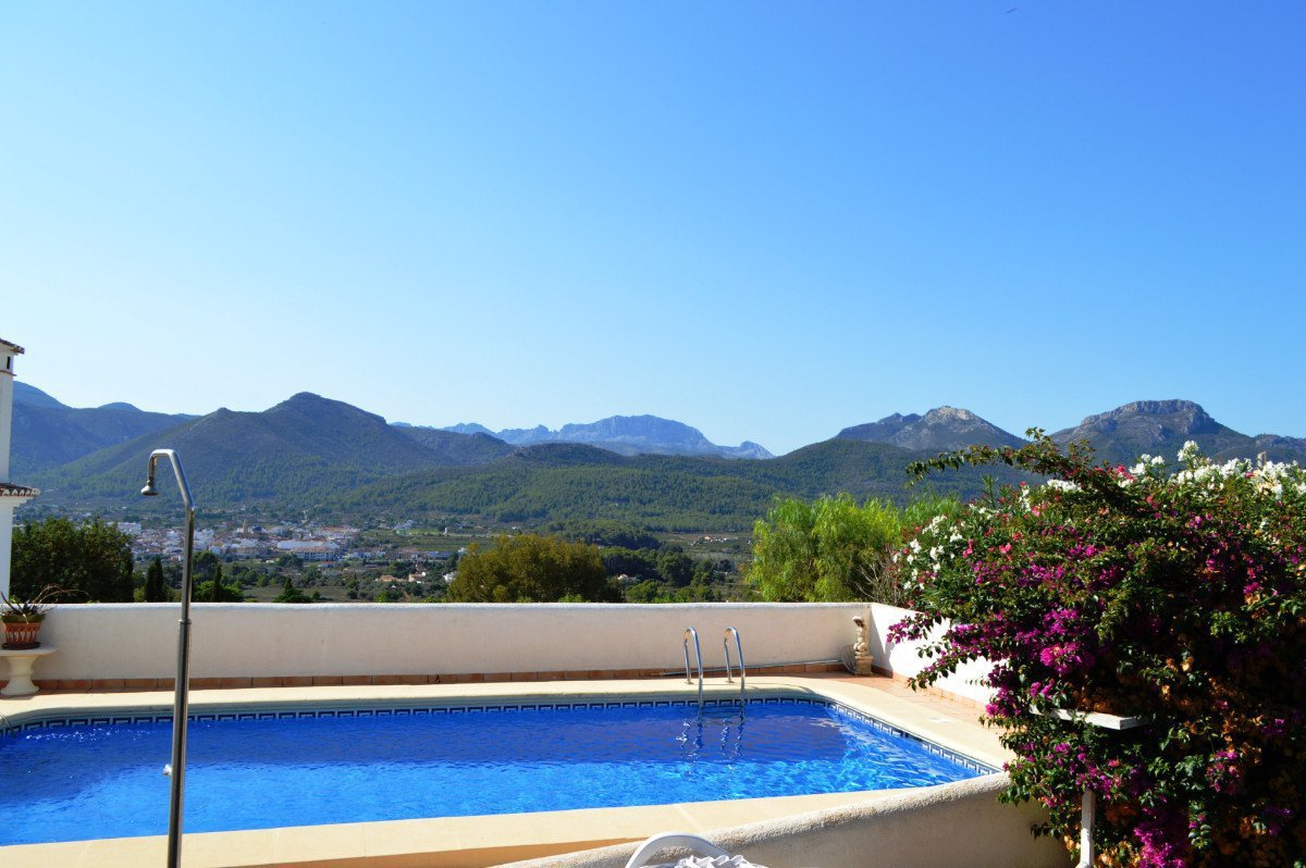South facing villa with fabulous views to Jalon