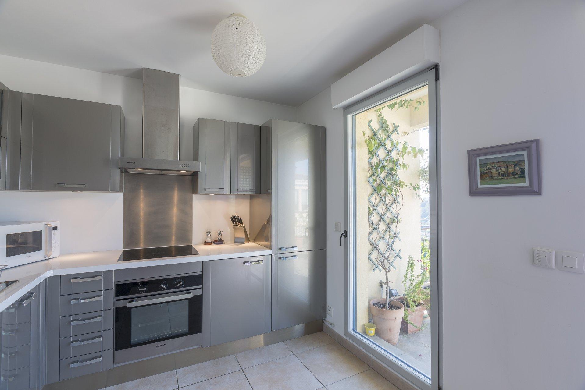 Bel appartement 2P dans une résidence récente à pied du village de Biot