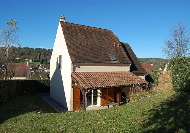DORDOGNE - House (2004) with garage in a residence with pool