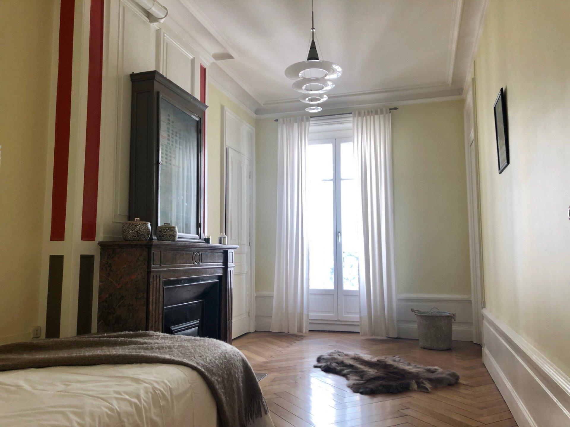Loué par notre agence - T3 Bourgeois avec Balcon rue Malesherbes