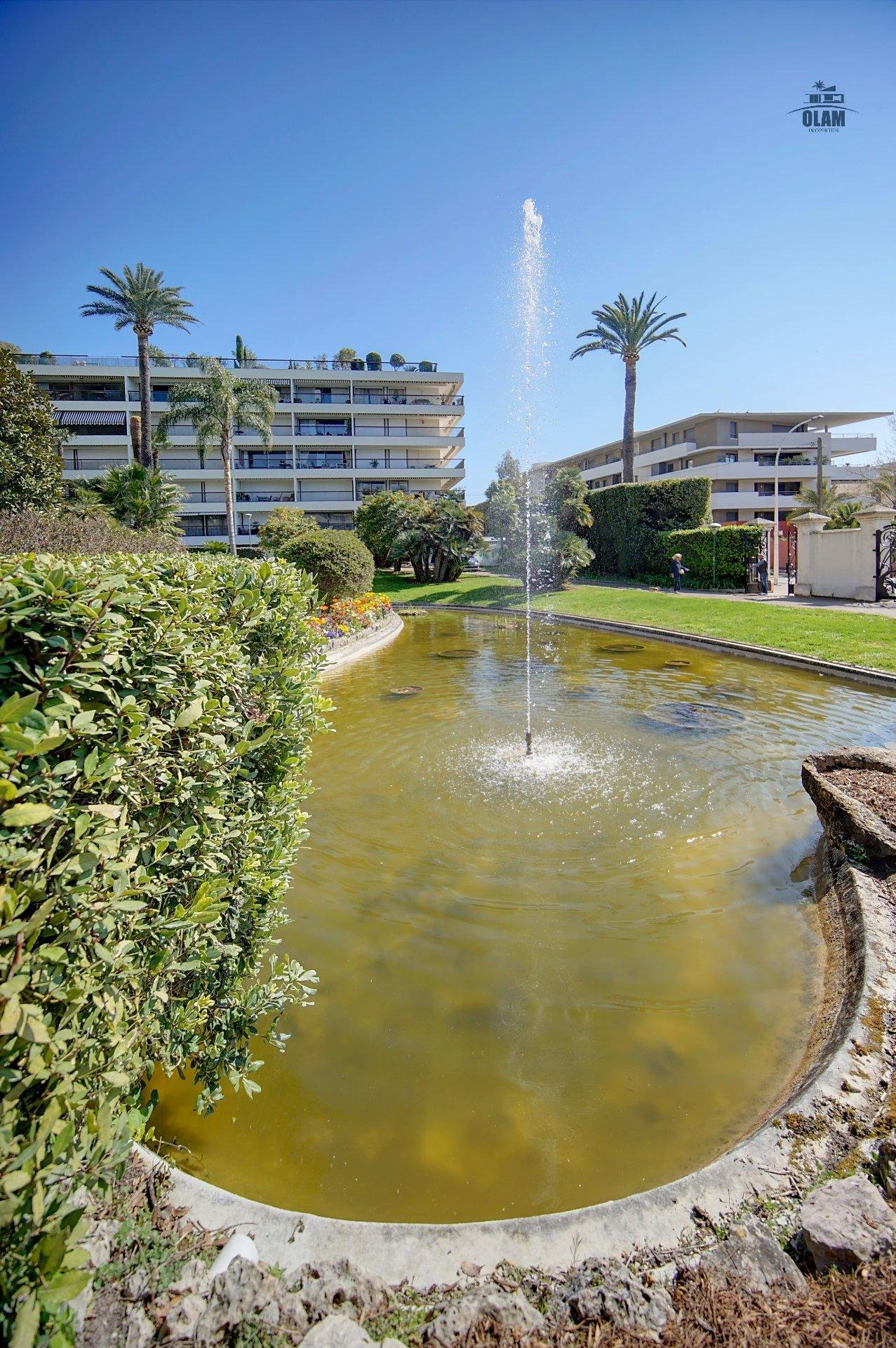 Cannes : Sublime 3-bedroom duplex with large volumes, contemporary style and natural wood - 98A