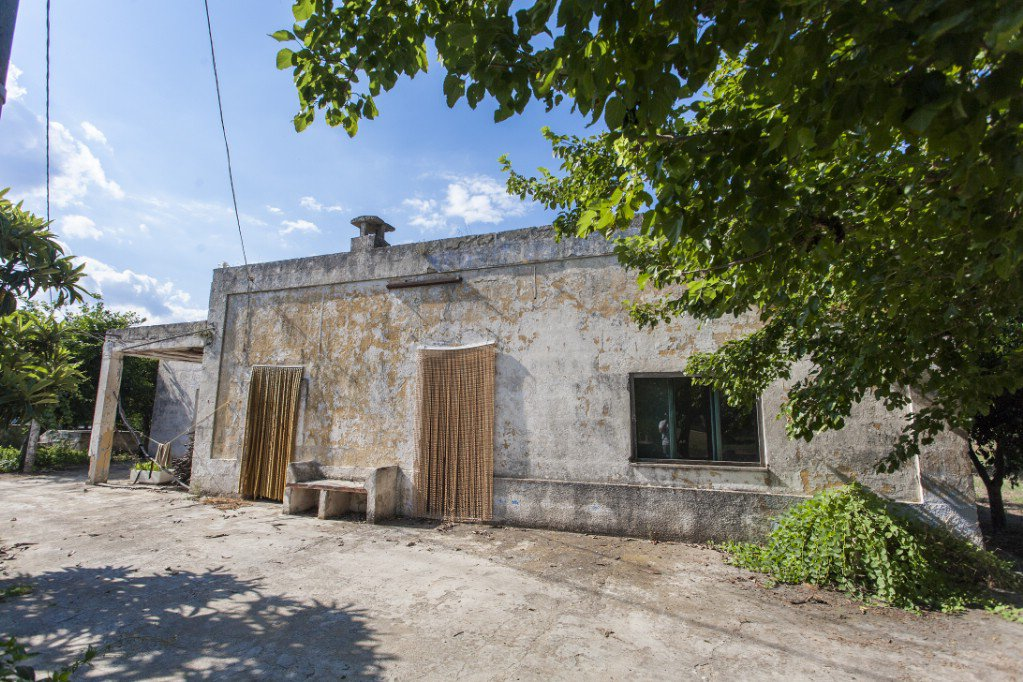 Cottage for sale in Puglia with garden