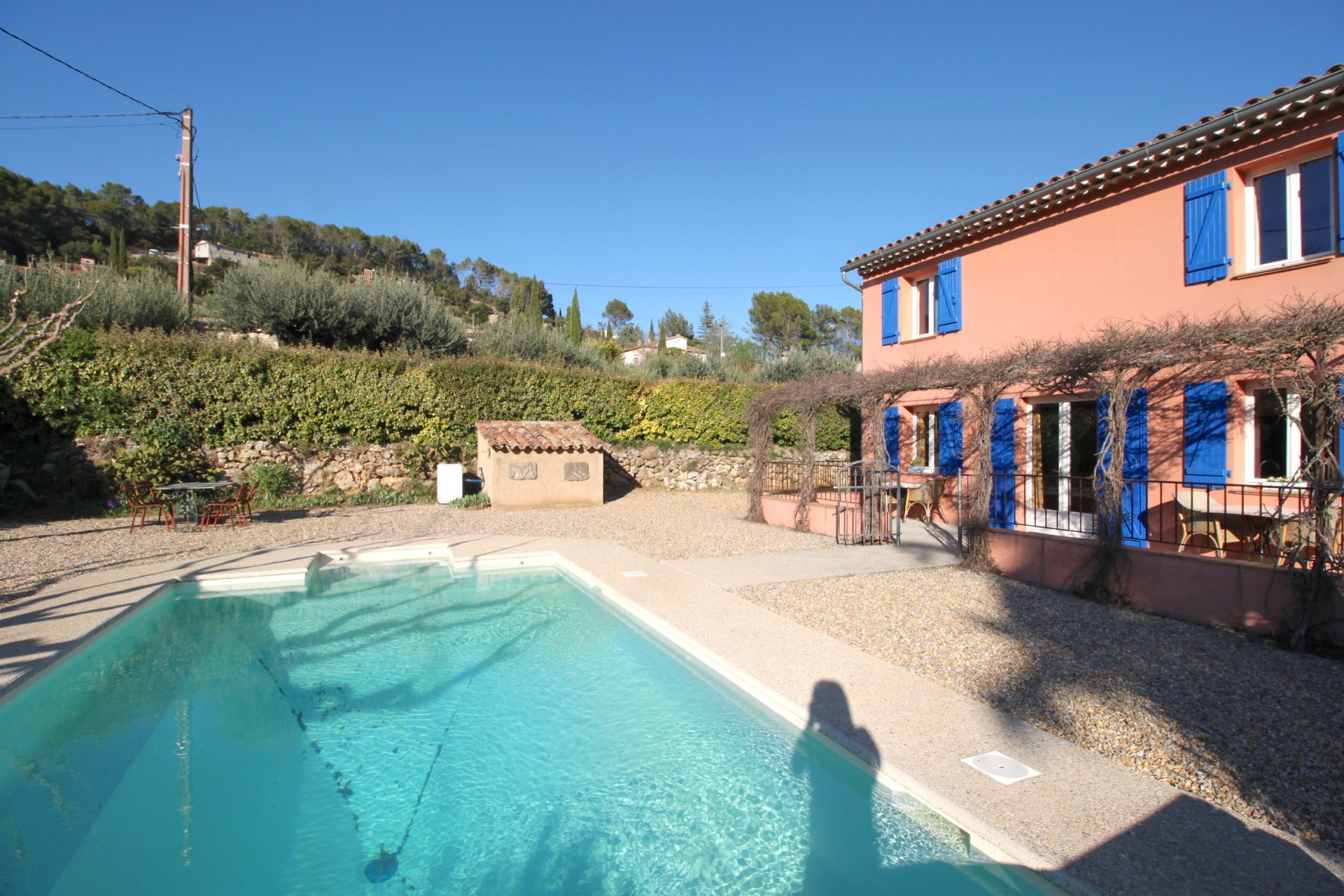 Jolie villa bien entretenue près du village, piscine et grand garage