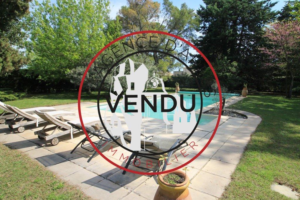 Vente Mas en pierre 6 chambres avec piscine proche du centre d'Arles et des Alpilles