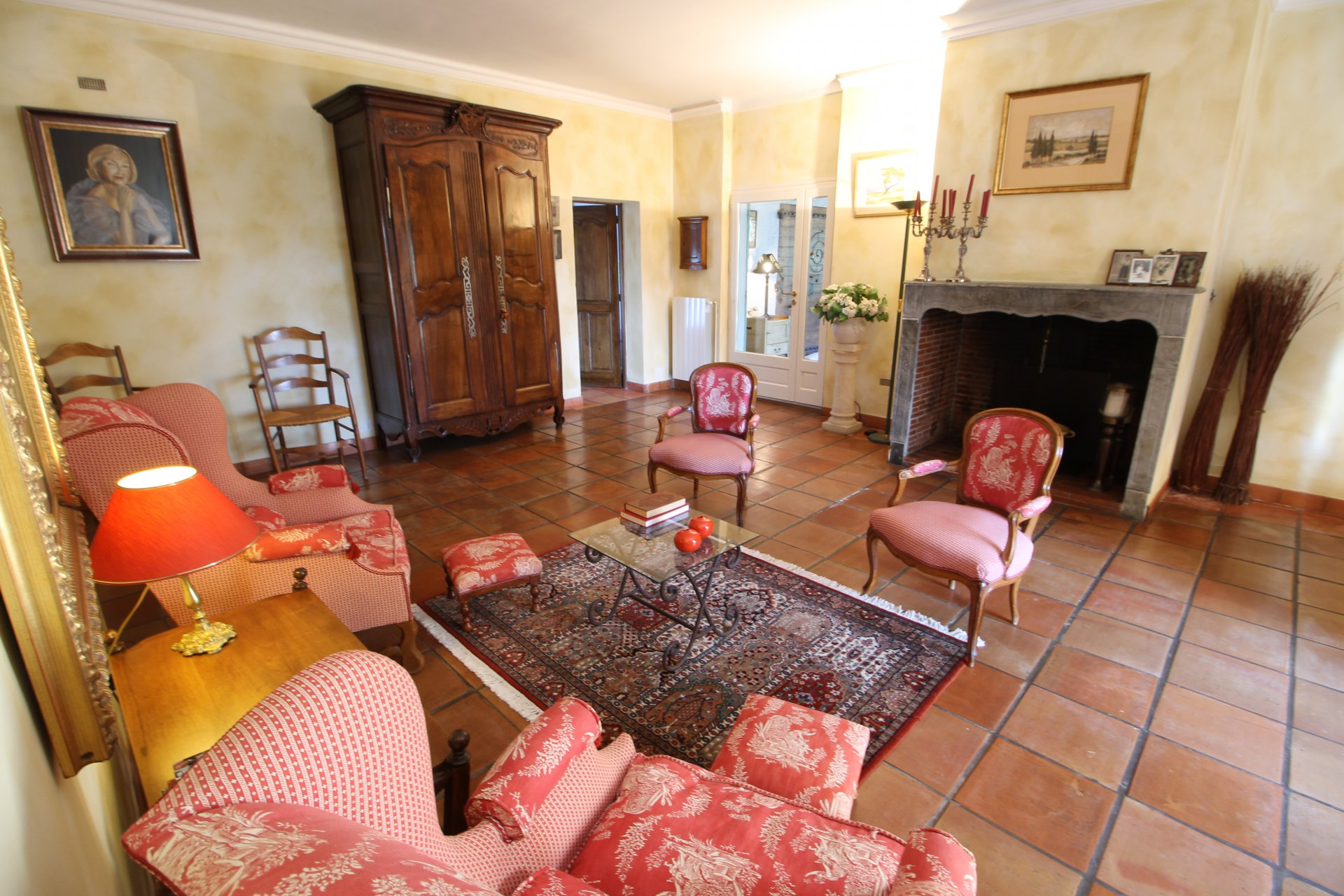 6 bedroom stonebuilt farmhouse for sale near Arles and Alpilles