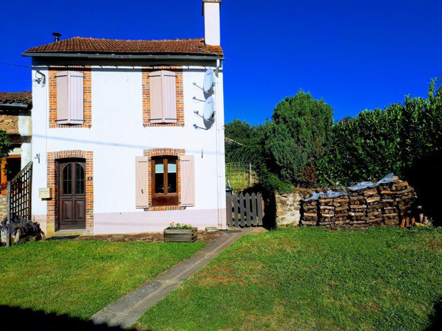 2 Bed Cottage set in a Small Hamlet and Close to the Rivers Gartempe & Semme.