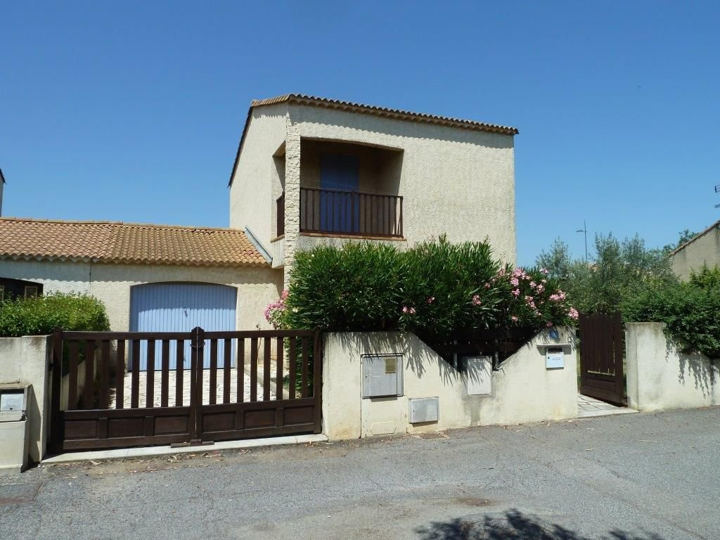 HERAULT - Modern house with garage and terrace on 386 m2