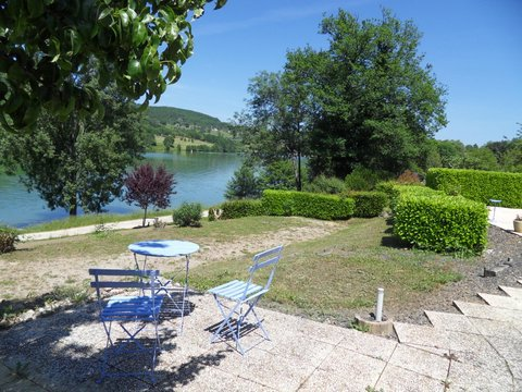 CORREZE - Bungalow in a small parc at border of large lake