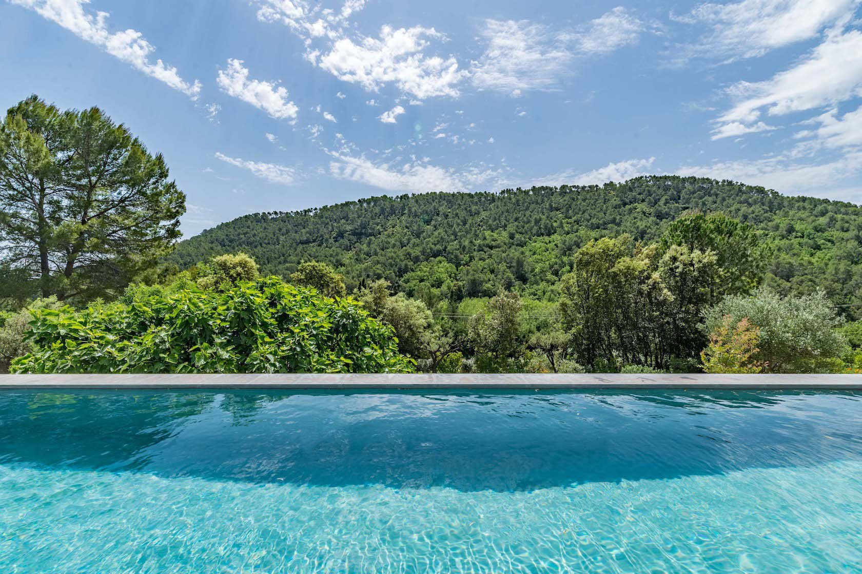 Provencal villa with infinity pool