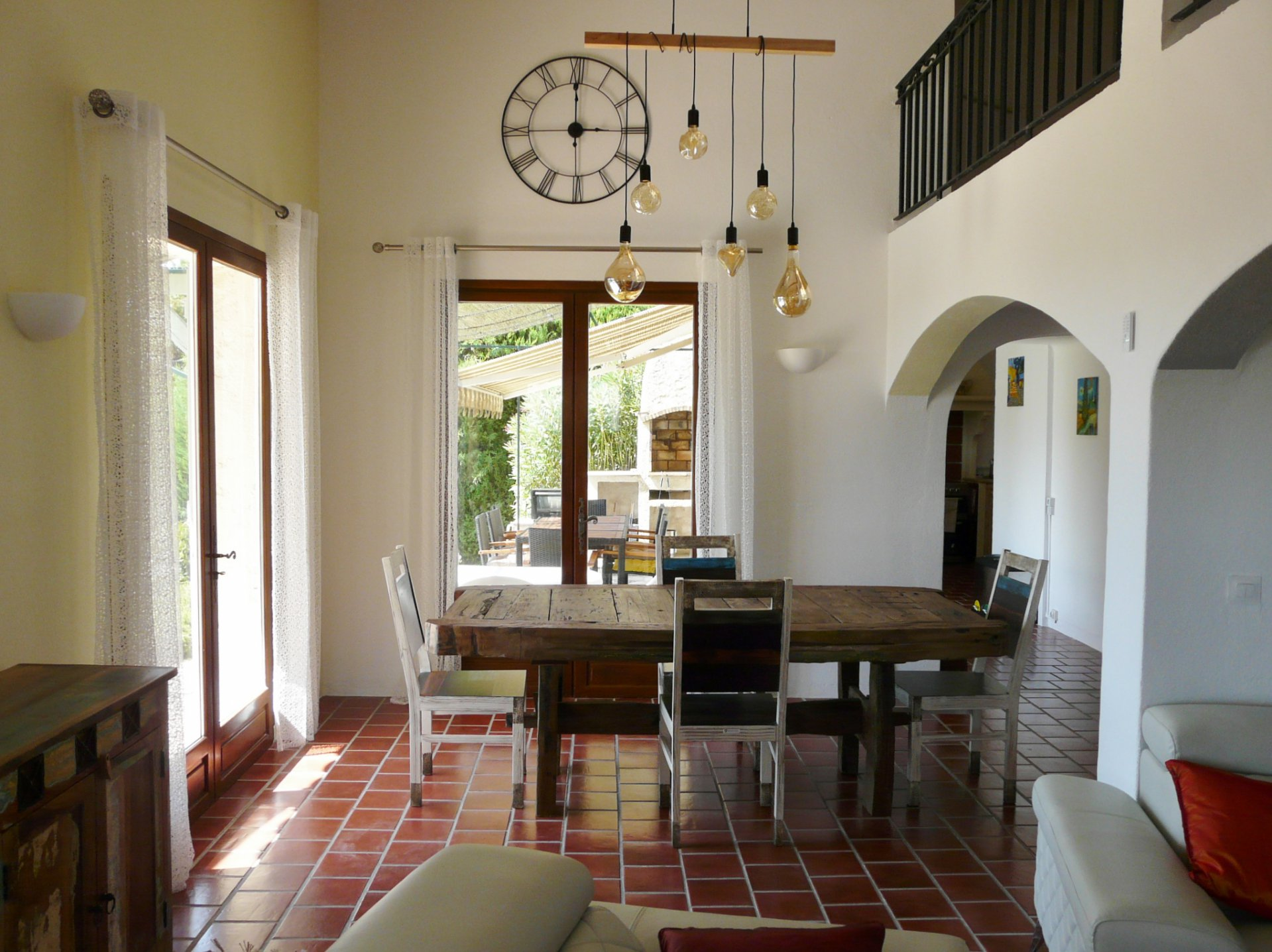 CHARMING VILLA IN A PRIVATE DOMAIN IN A DOMINANT POSITION AND PEACEFUL AREA