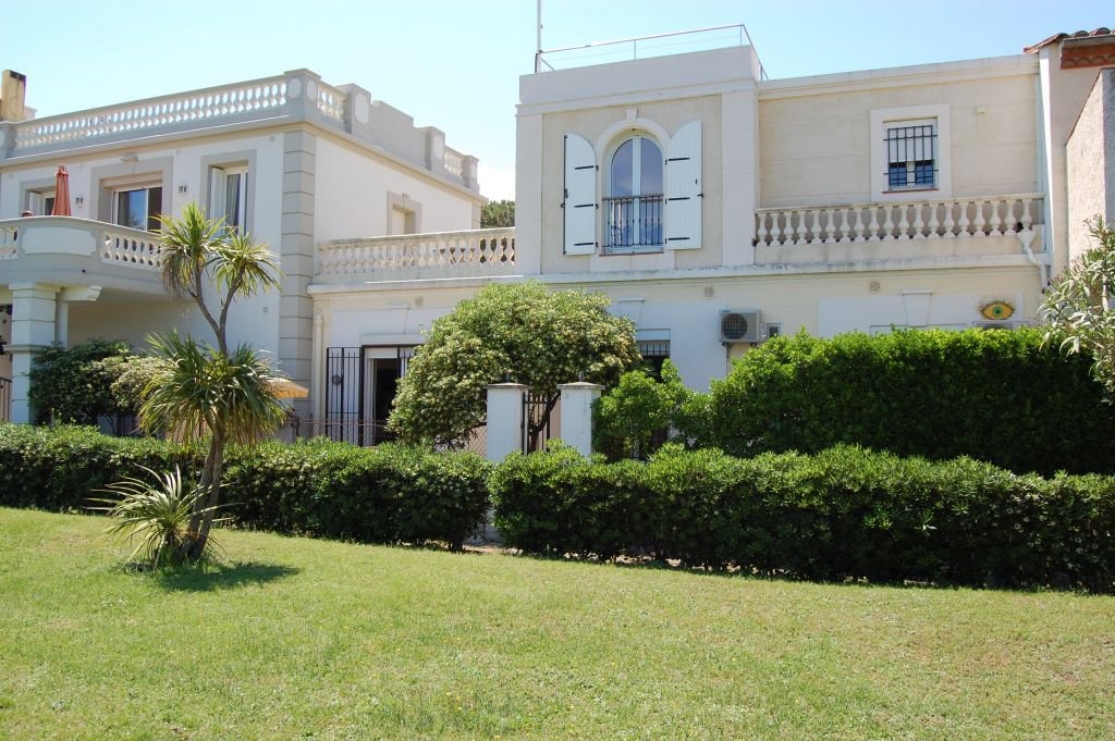PYRENEES-ORIENTALES - Beautiful old house at the beach