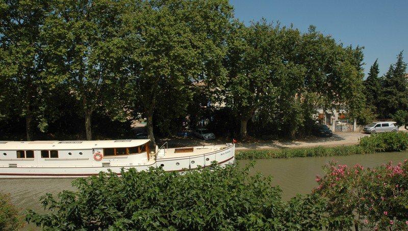 Vackert herrskapshus med pool och utsikt över le Canal du Midi