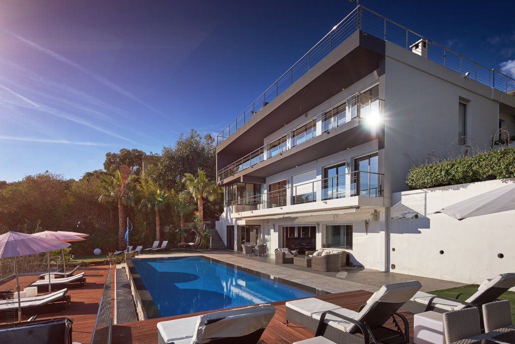 MODERN VILLA SUPER CANNES AREA