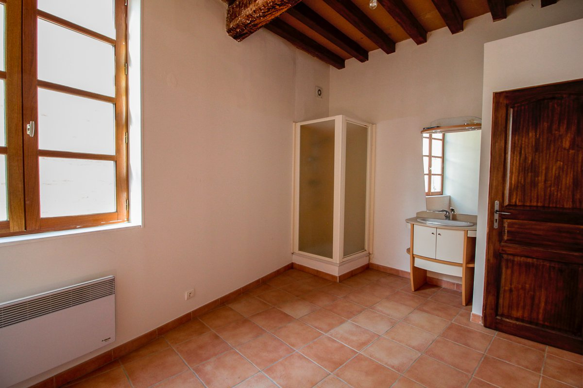 5 FLAT INVESTMENT BUILDING FOR SALE IN ARLES - HISTORIC CENTER