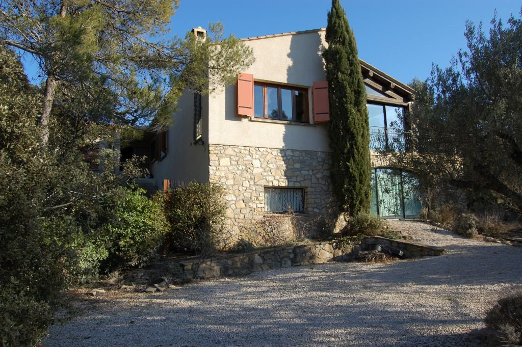 HERAULT - Villa from 1991 with garage, pool and summerkitchen on 1,6 ha