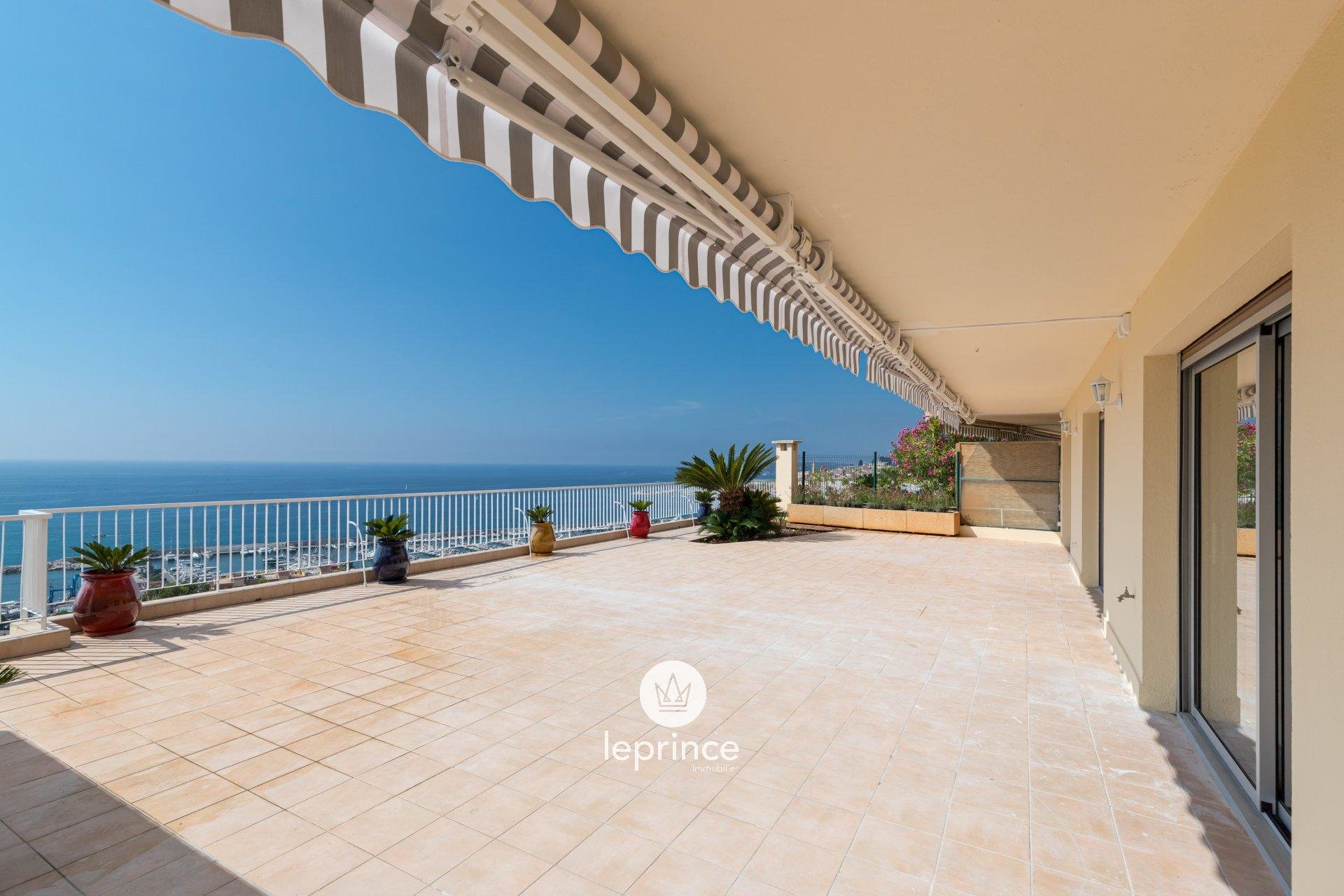 Menton / Garavan : 3 Rooms Renovated Sea View and Terrace of 230m2 - Cellars and Garage