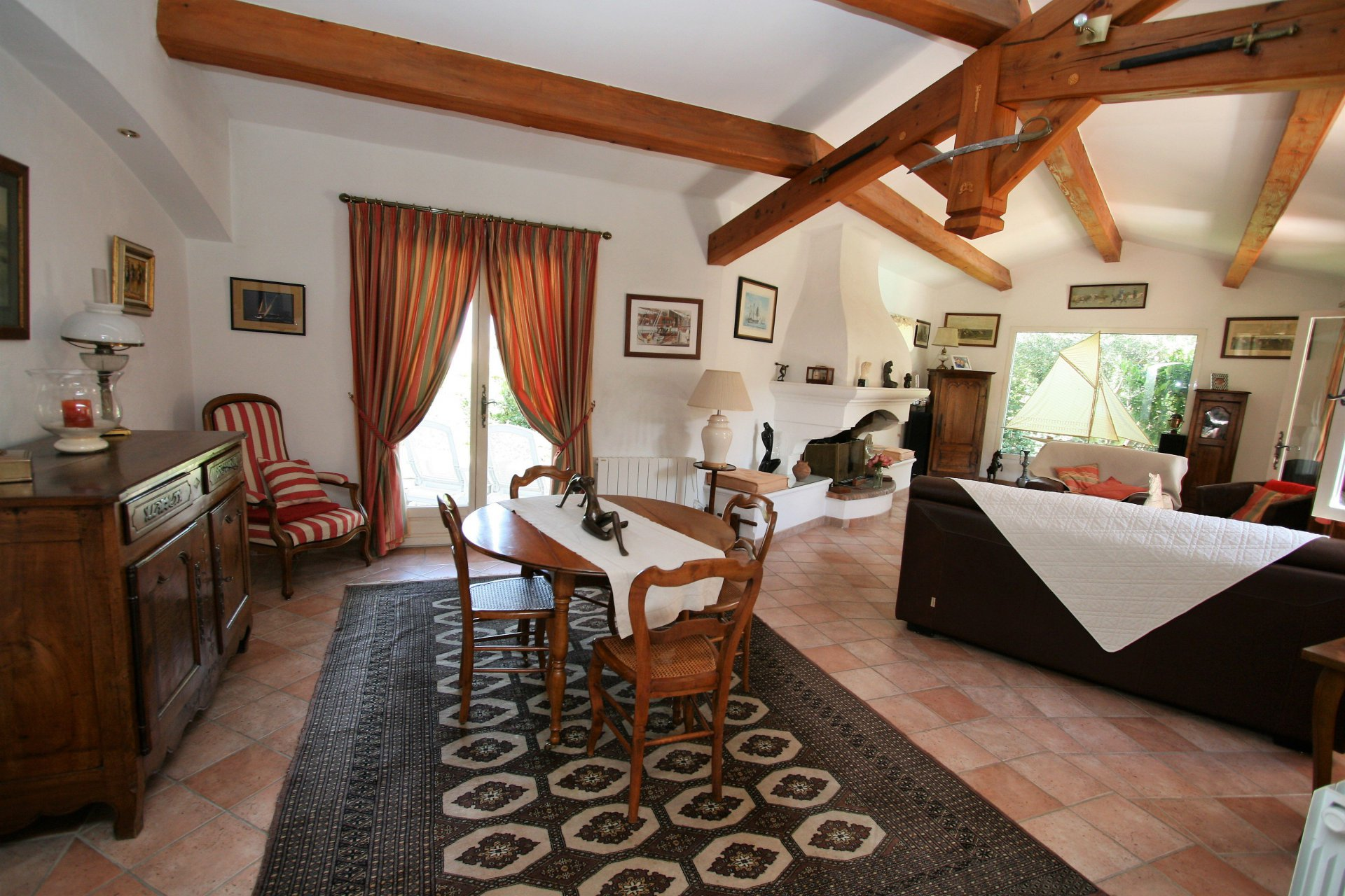 TRADITIONAL AND QUALITY INDEPEDENT VILLA