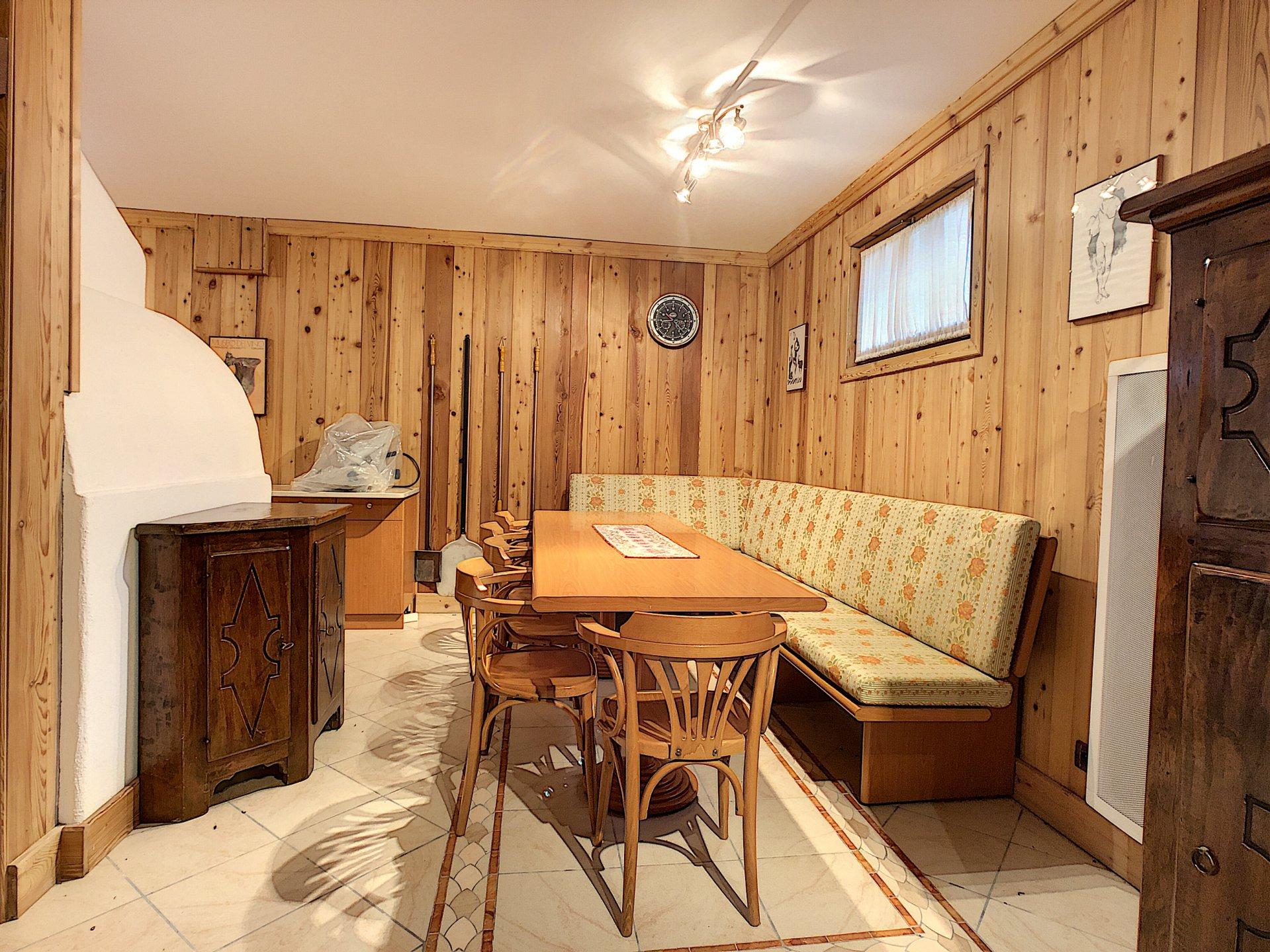 spaziosa taverna nel seminterrato