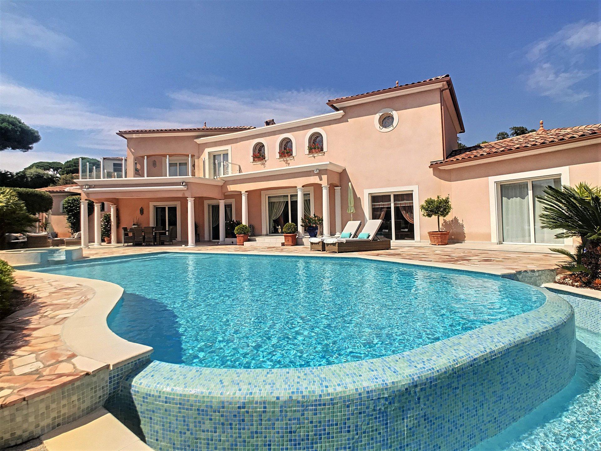 A vendre magnifique villa avec vue mer à Sainte Maxime