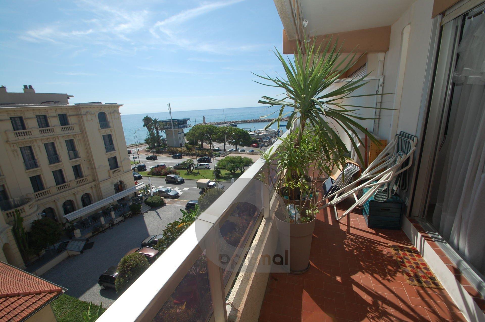 Joli petit 3P avec vue mer latérale, terrasse et parking