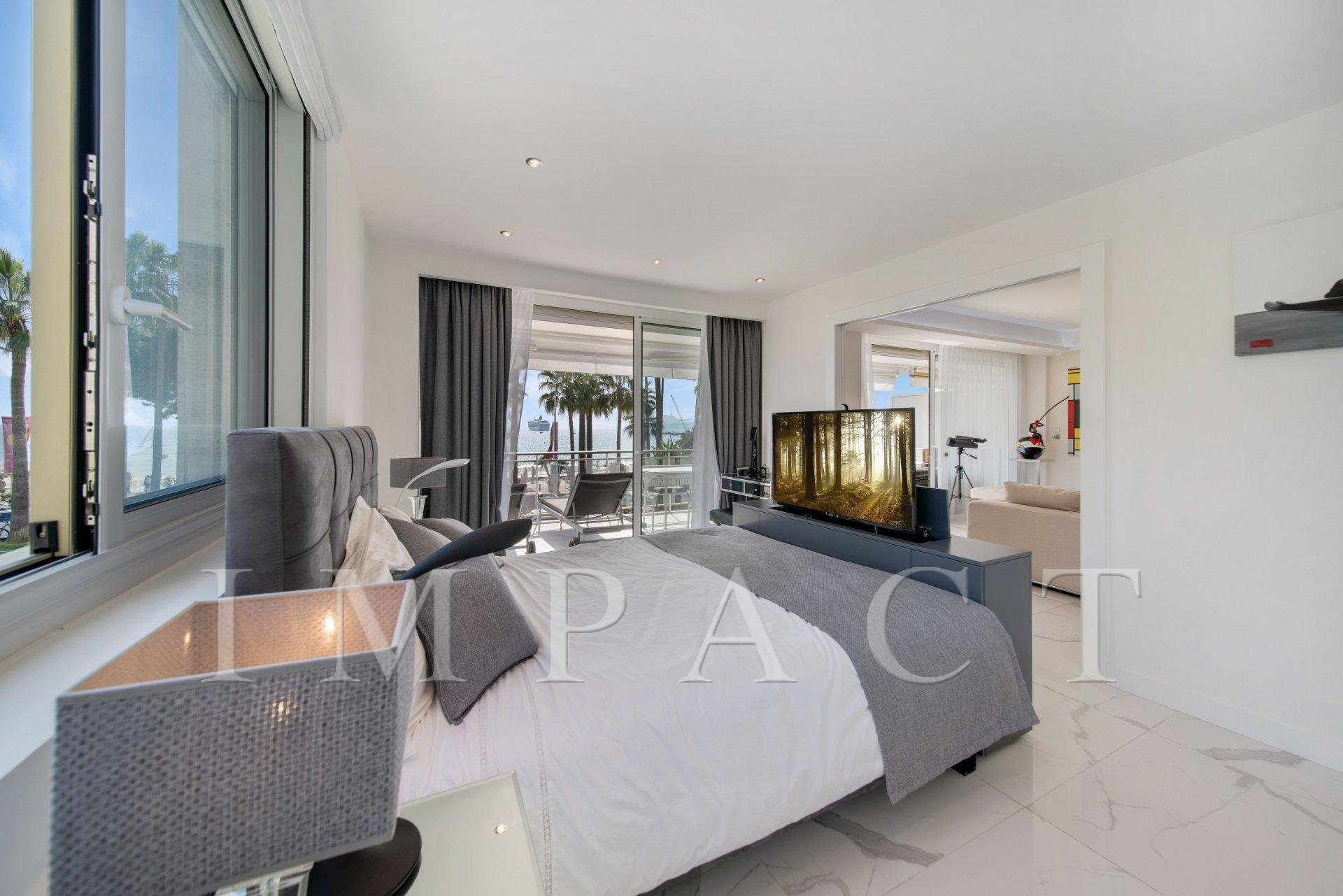 Cannes Croisette 2 master suites apartment facing the sea in the garden of the Grand Hôtel