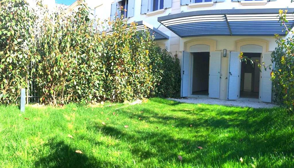 Villa neuve en plein de cœur de ville avec jardin