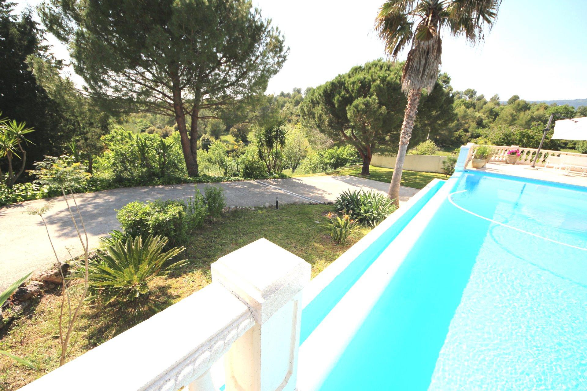 Peymeinade, Magnifique villa 7p de 187 m2 avec piscine à débordement