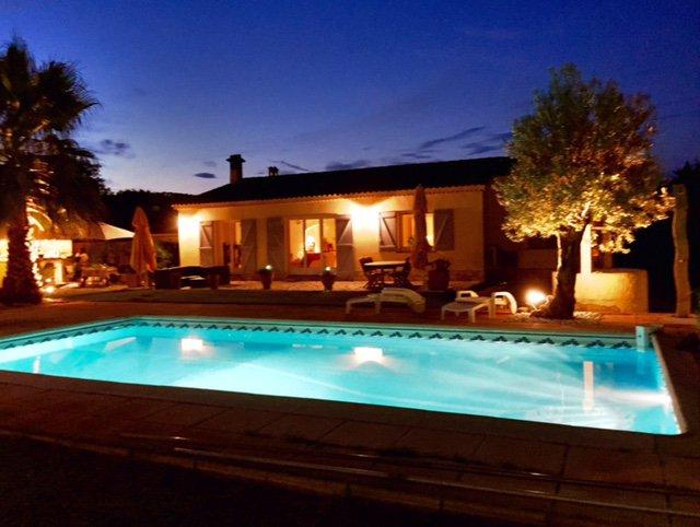 LE LUC Villa avec piscine sur terrain plat dans le VAR