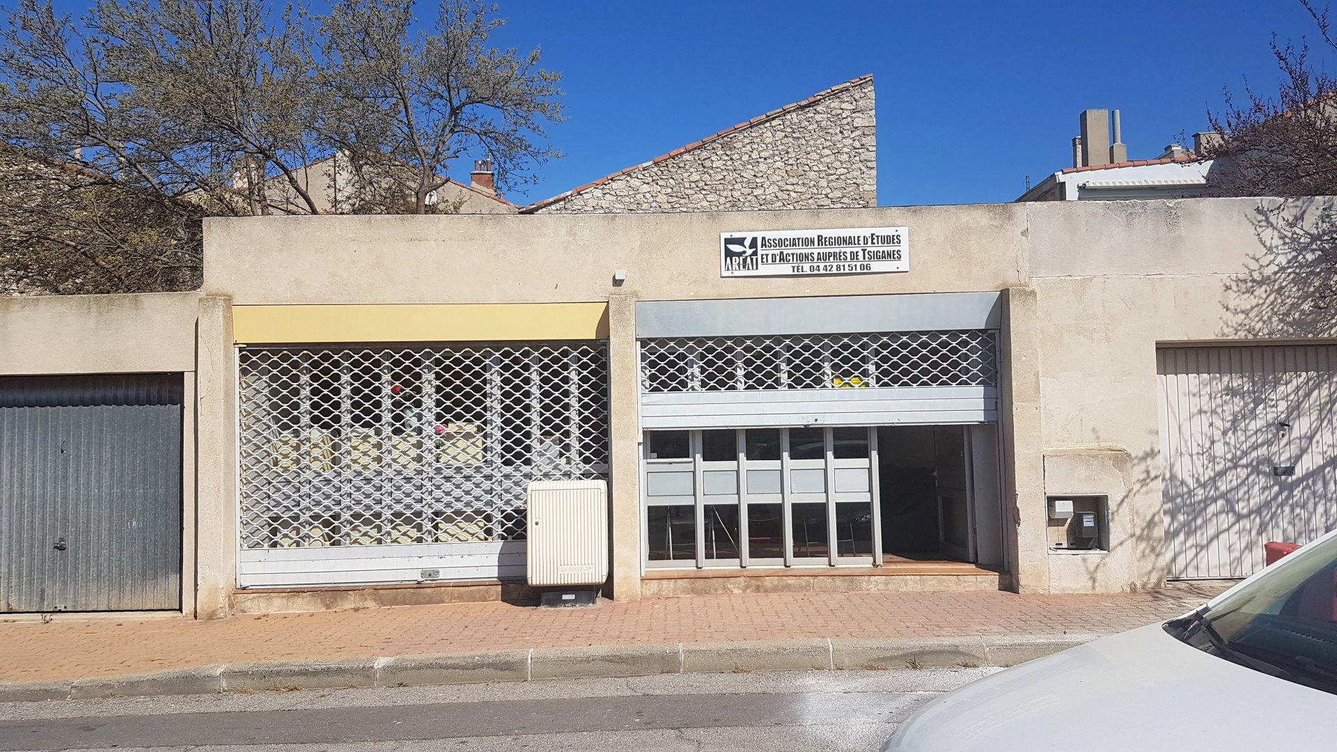 VENTE POUR INVESTISSEUR LOCAL COMMERCIAL PORT DE BOUC