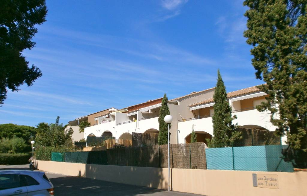 Les Issambres - modern T3 at walking distance to sea and village