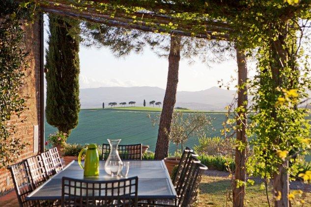 Casale con piscina diviso in due appartamenti in Umbria