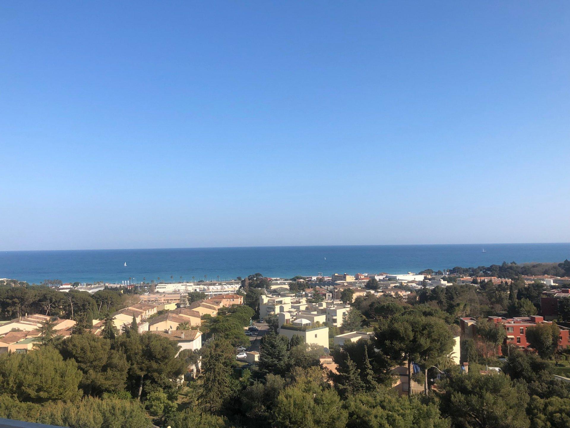 Villeneuve Loubet - Toit Terrasse - Vue Mer