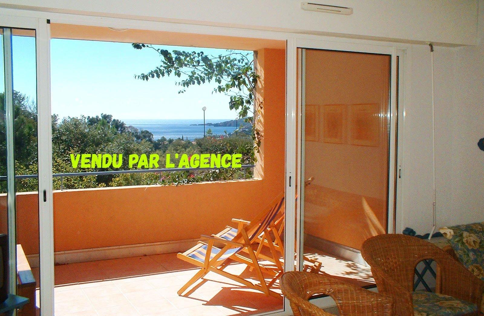 2-Zimmer-Apartment mit Meerblick in sehr gepflegter Residenz mit Überlauf-Pool.