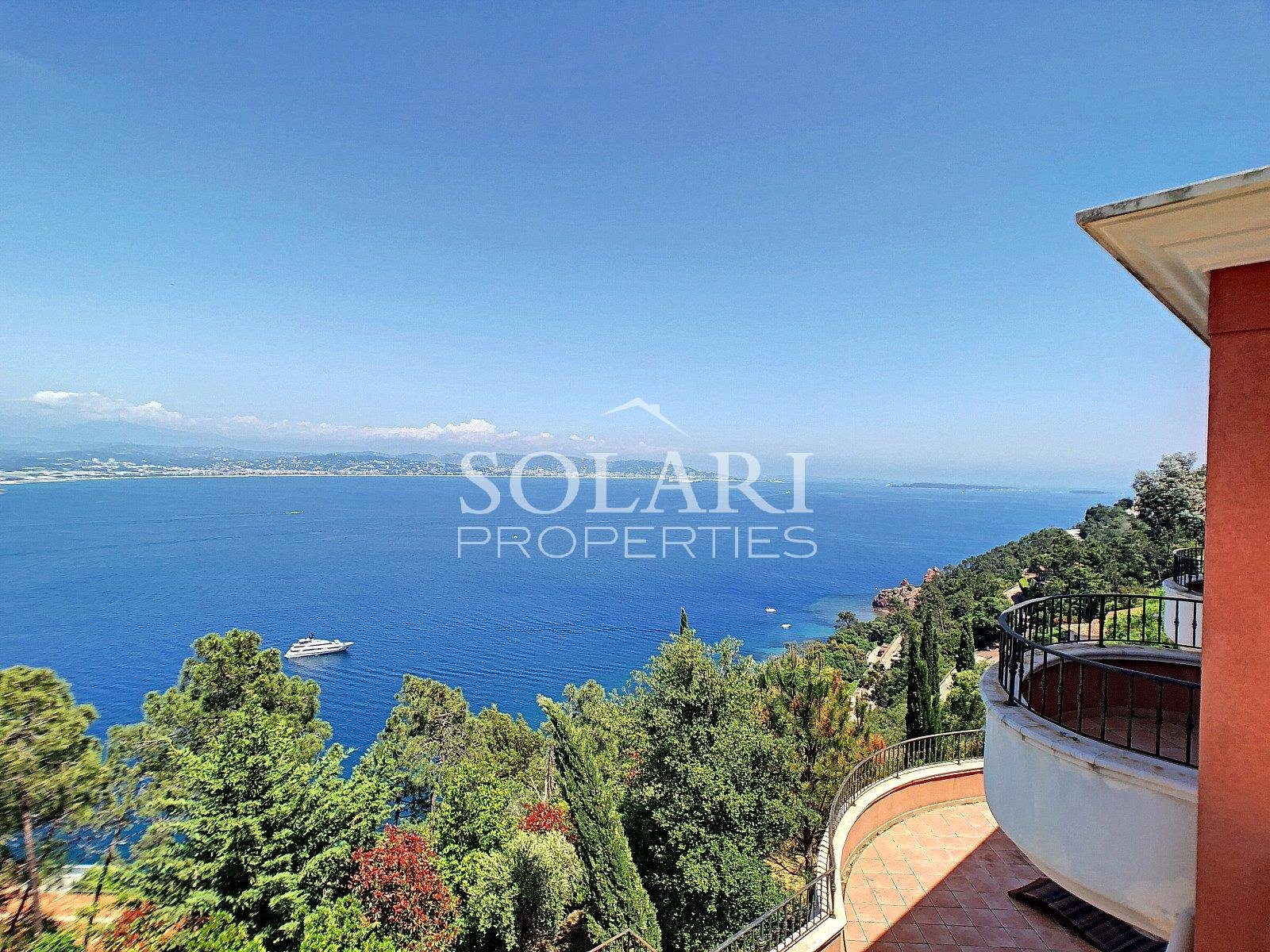 New built villa with swimmingpool overlooking the Cannes Bay