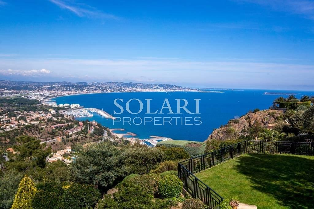 THEOULE SUR MER. Provencal style property located ...