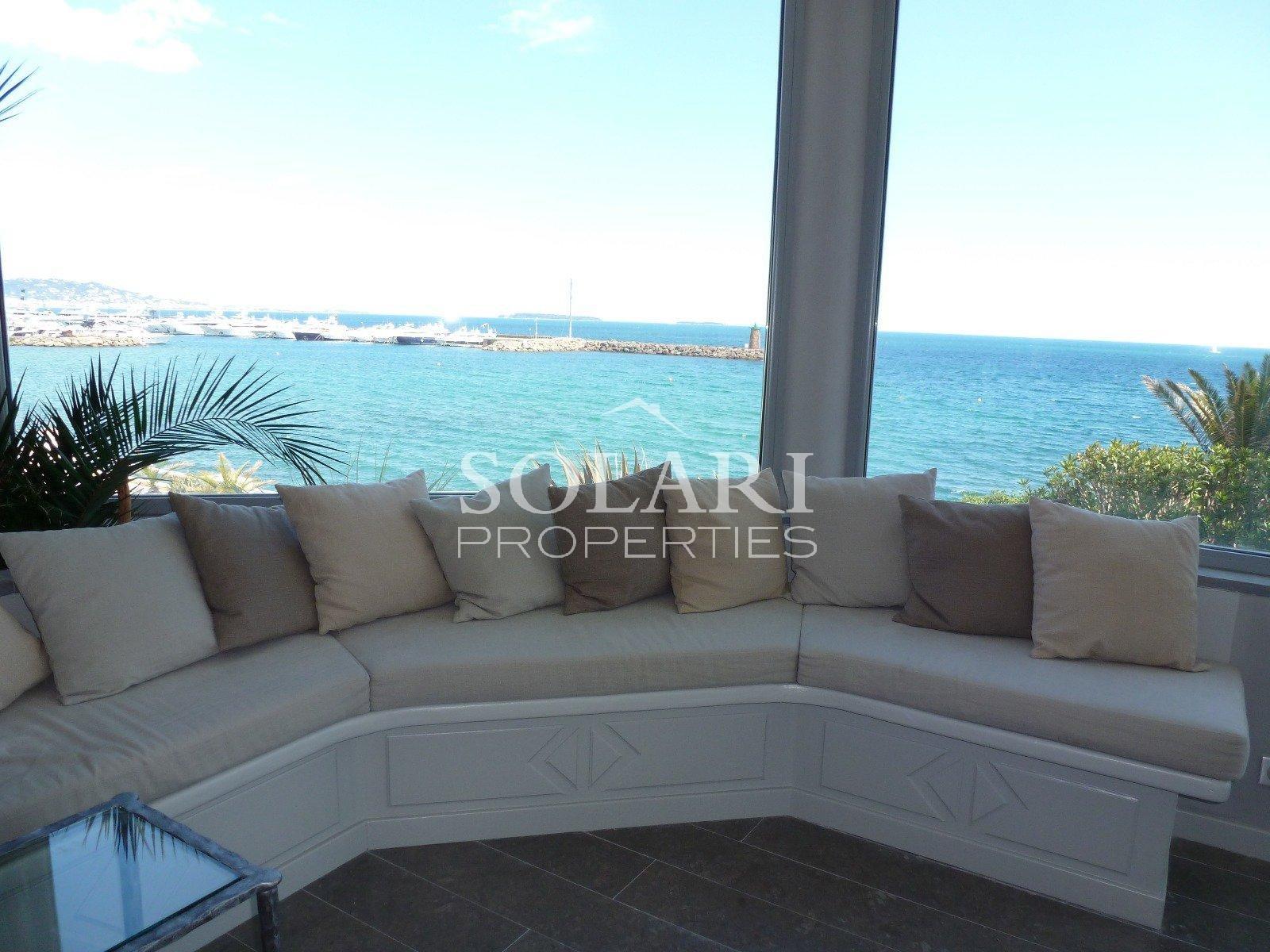 Mandelieu Magnifique villa pieds dans l'eau, très belle vue mer