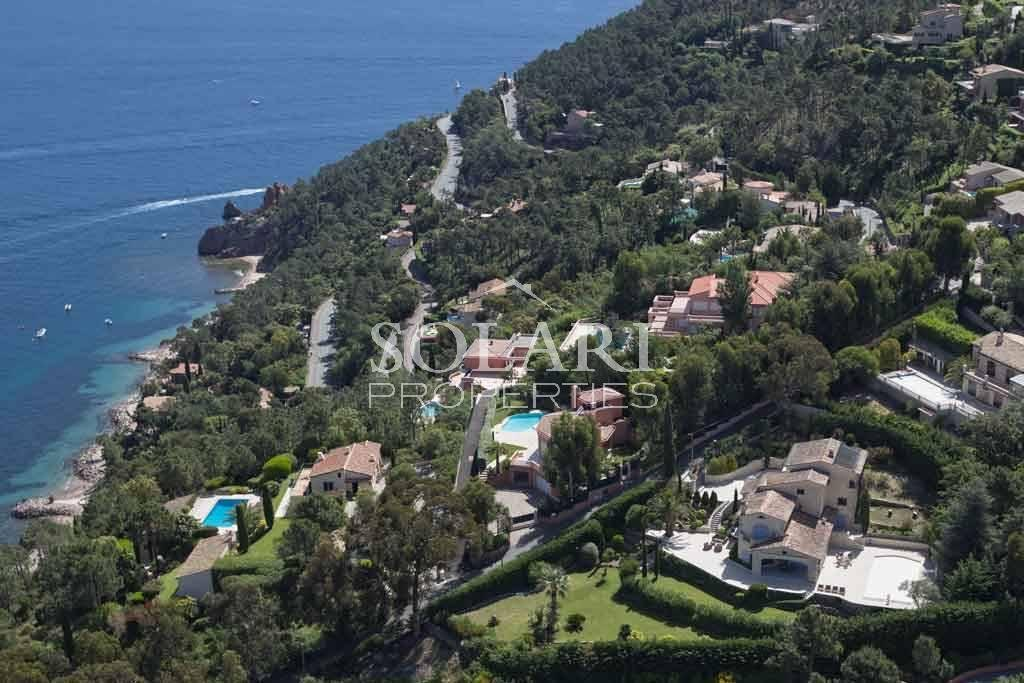 Villa in Theoule with panoramic views over the Cannes Bay