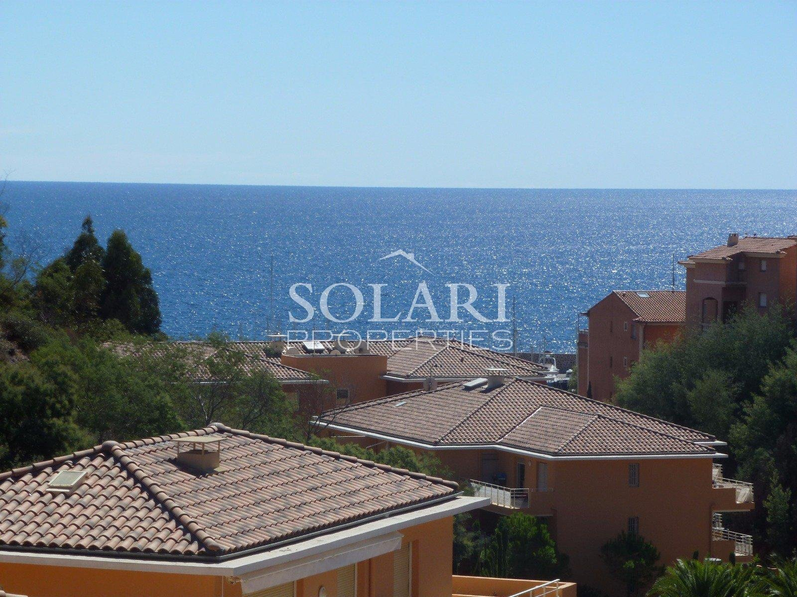 Penthouse with sea views walking distance from the beaches of theoule sur mer