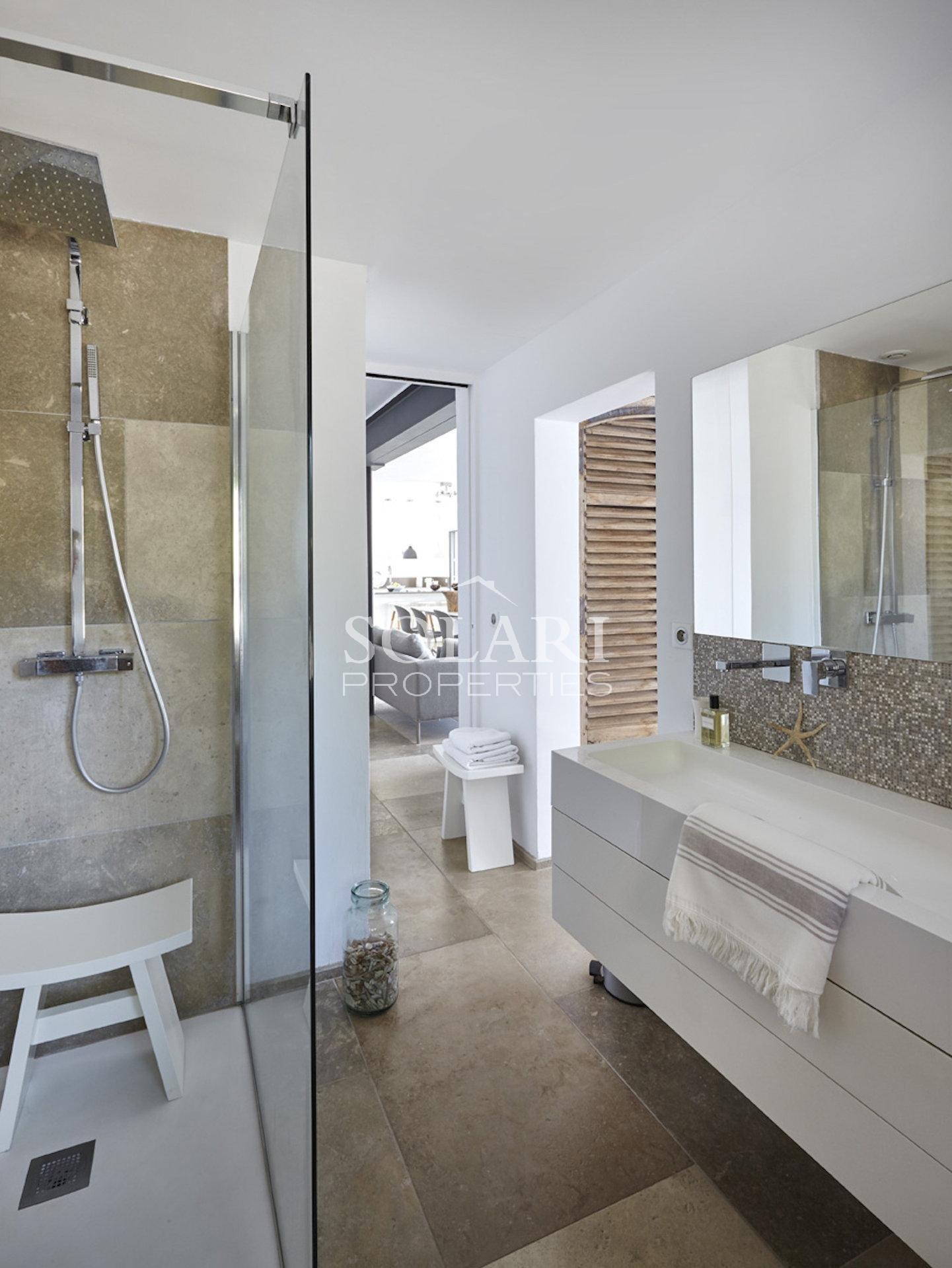 Villa moderne sur le front de mer de Theoule/mer