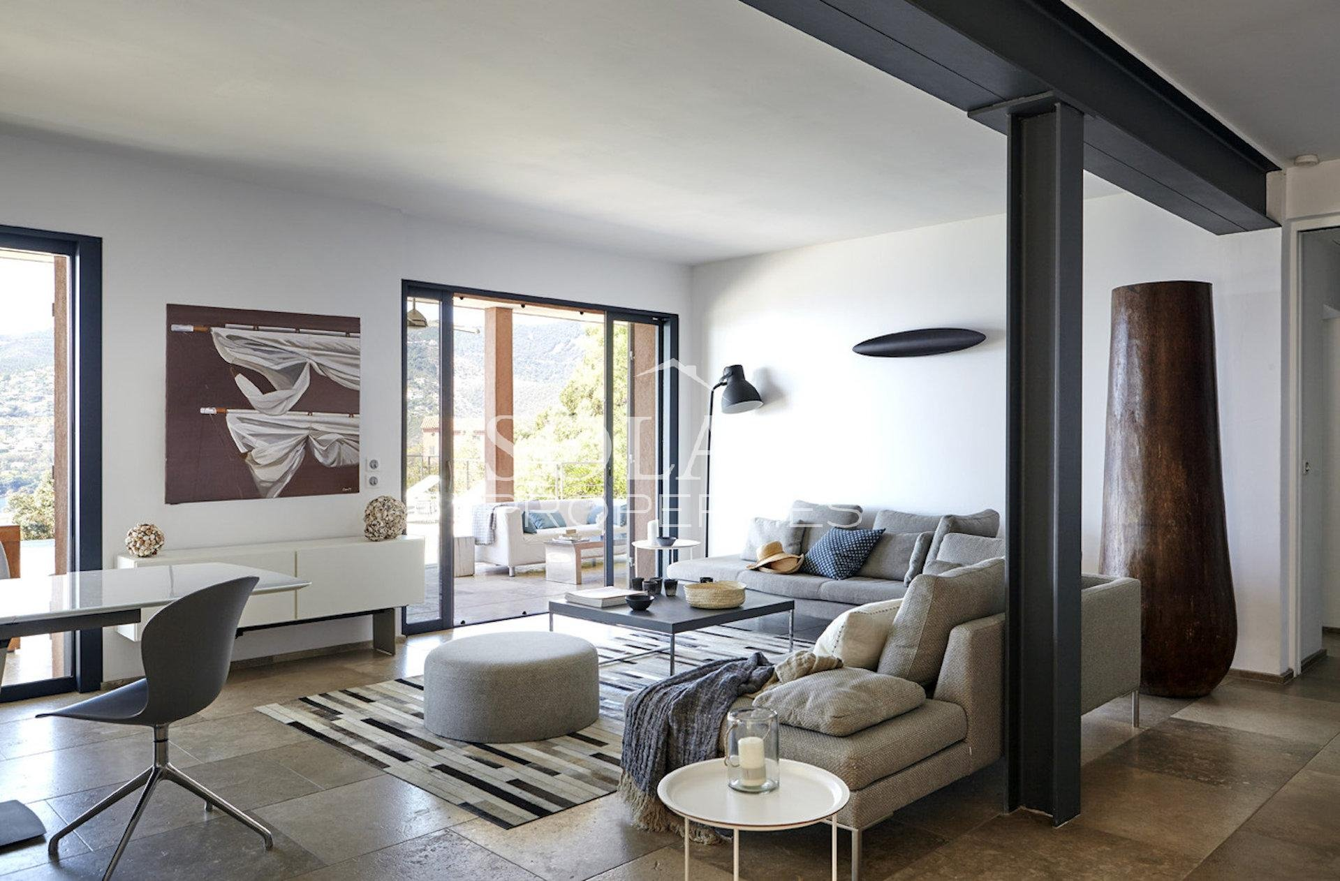 Modern villa in Theoule with swimmingpool