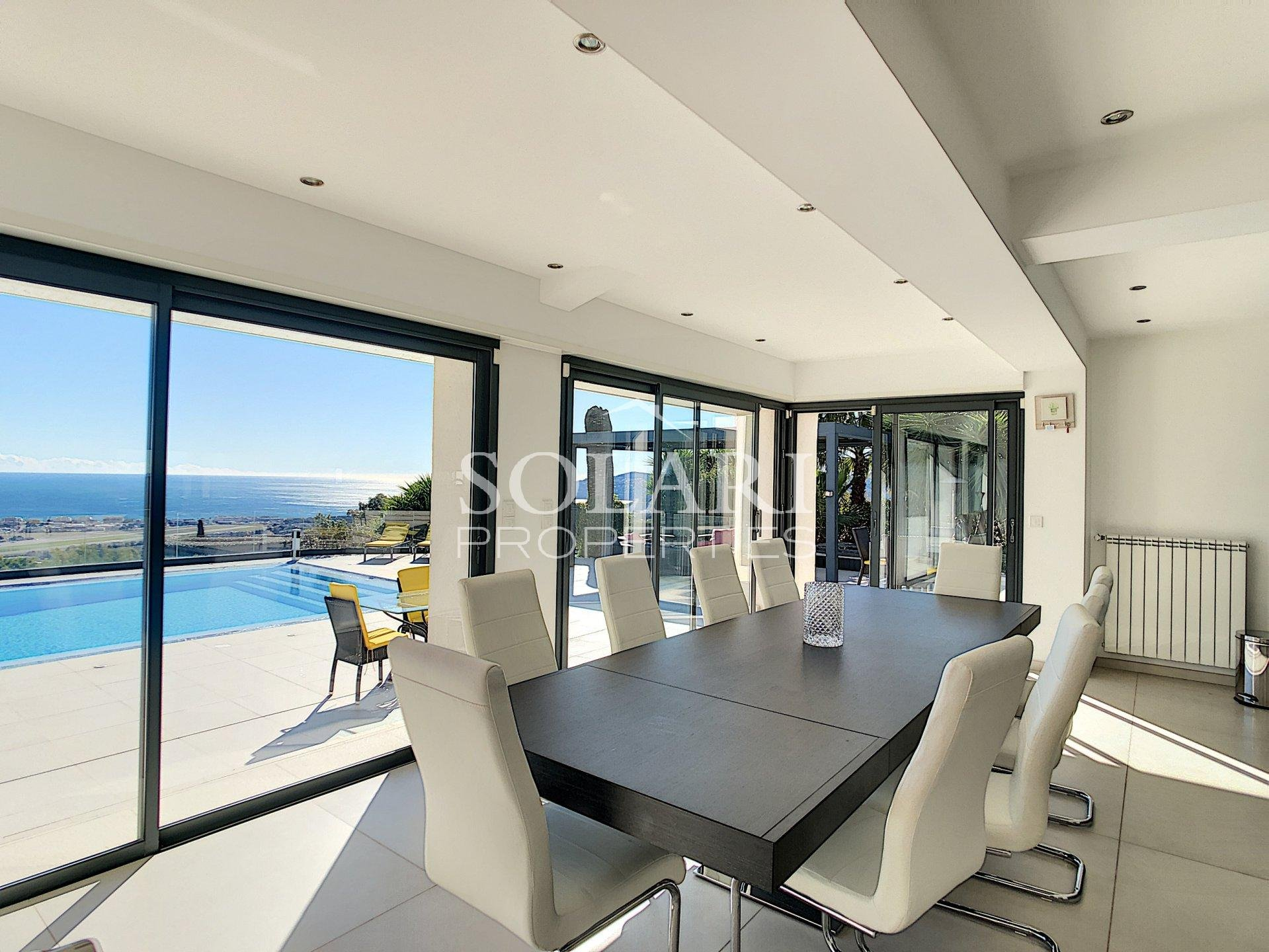Modern villa with pool and sea view in Cannes Bay