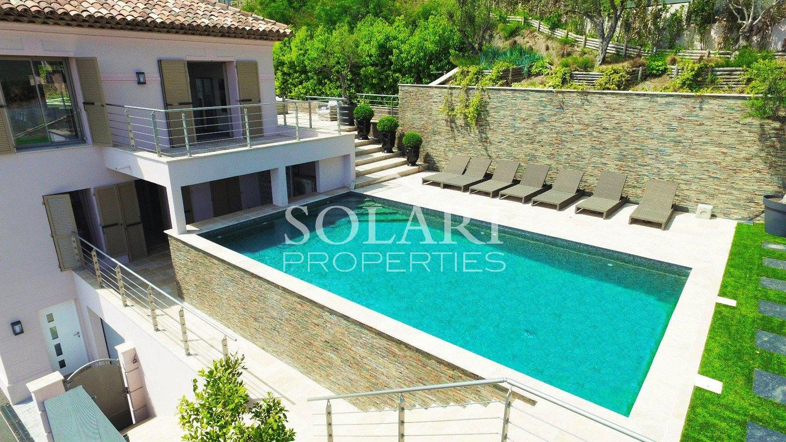 Villa located in the Trayas with pool and sea view