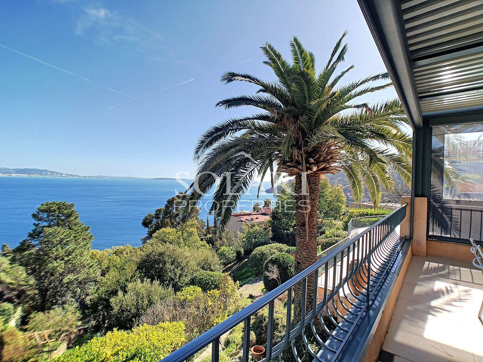 Modern villa in the Cannes Bay close to Theoule with sea view