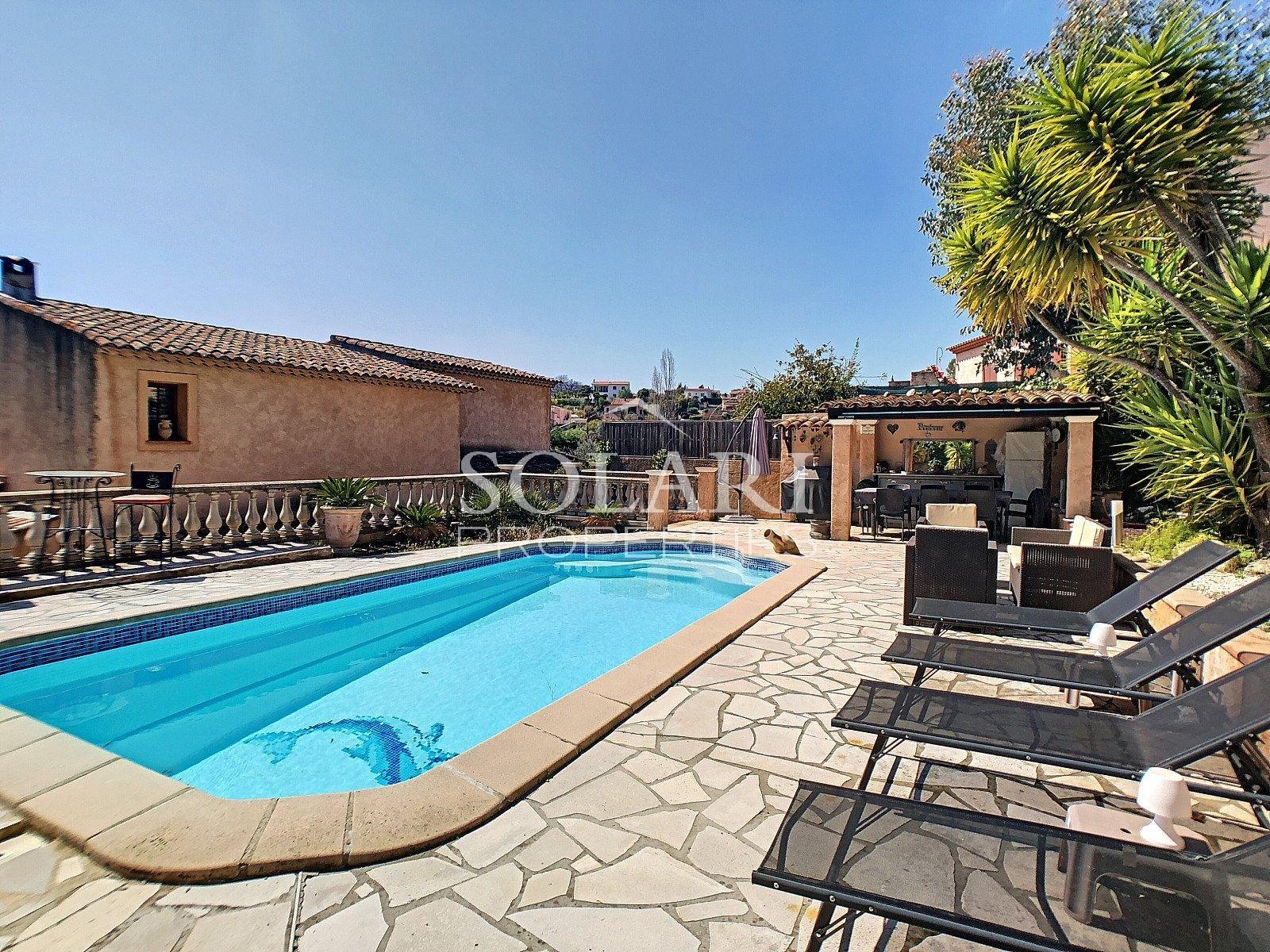 Villa with swimmingpool in La Roquette sur Siagne
