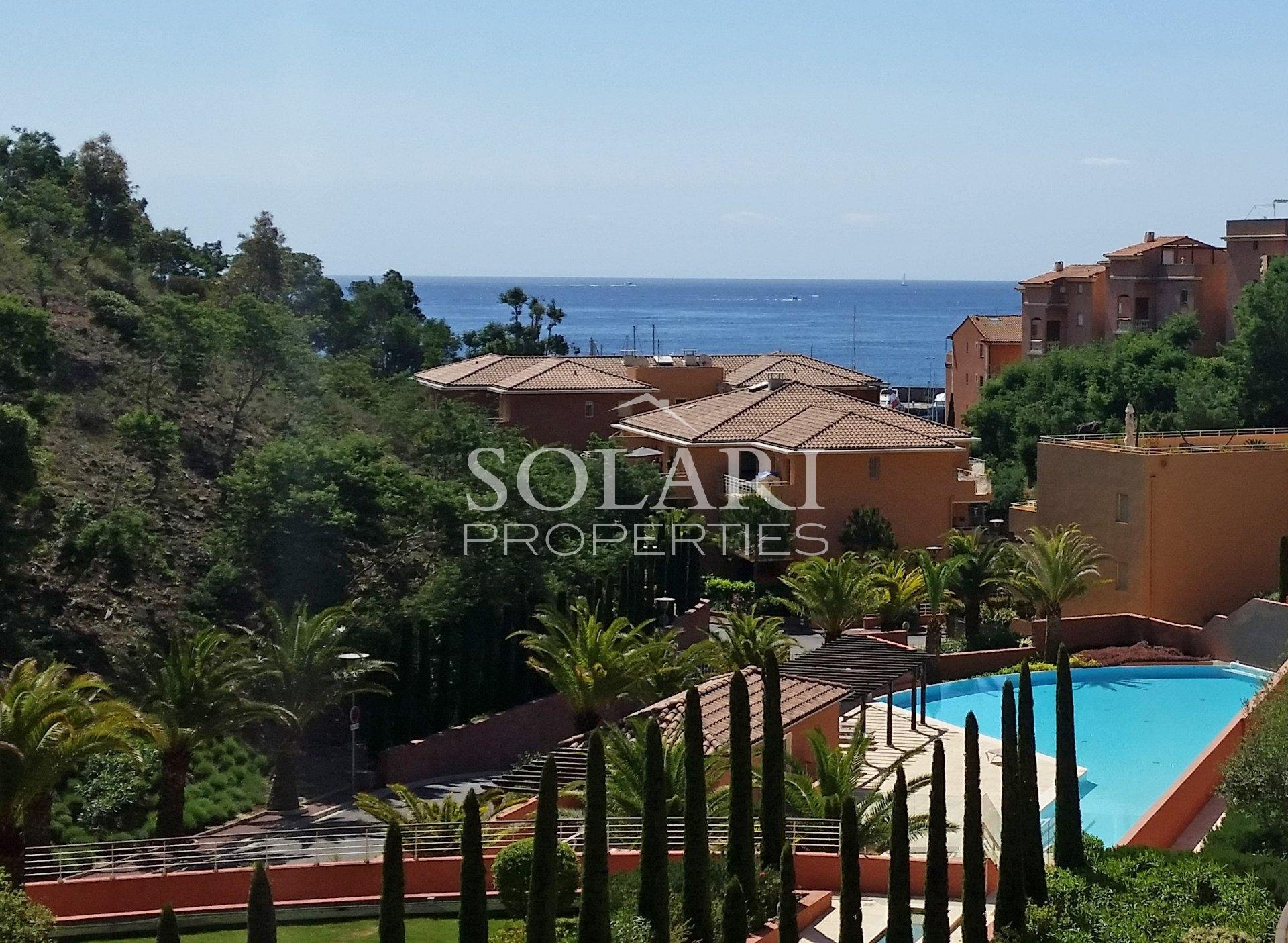 Superb 3-room apartment on the top floor with beaches and restaurants sleeps 4