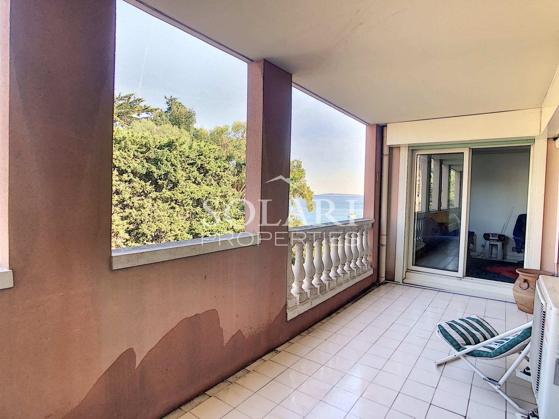 2 bedroom apartment in Théoule beachfront