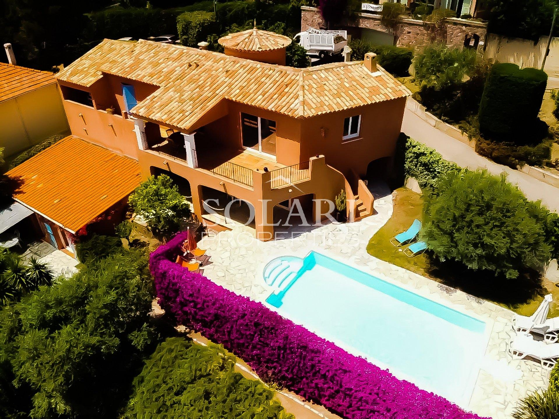 VILLA IN THEOULE MIRAMAR OPPOSITE THE BEACH